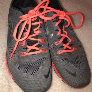 Nike Free Running Athletic Shoe Size 8 Gray Coral